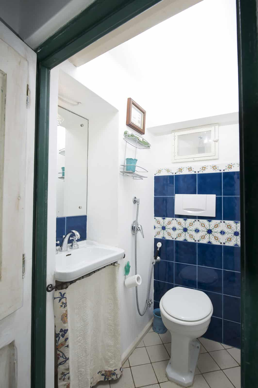 tips-to-help-you-maximize-your-small-bathroom-space